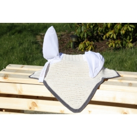 Bonnet Blanc contour gris