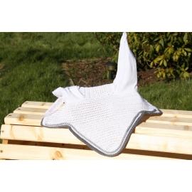 Bonnet Blanc contour gris avec cordelière argent