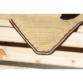 Bonnet crème contour marron pointe carré
